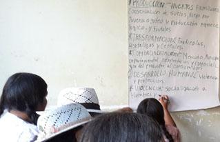 Mujeres del Cono Sur de Cochabamba debaten propuestas para su empoderamiento