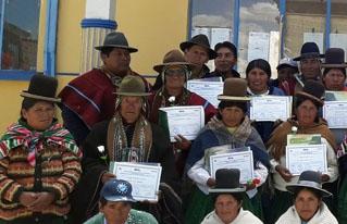 Mujeres y hombres del municipio de Colquencha se formaron y capacitaron en liderazgo social comunitario