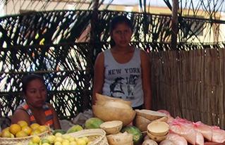 Productores indígenas participaron en la feria productiva y artesanal de Mojos