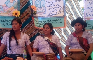 Feria Educativa de Anzaldo promueve el consumo de productos y comidas locales nutritivas