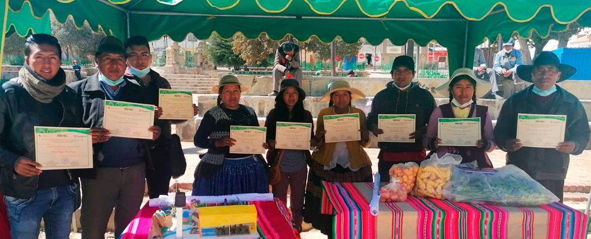 Productores y productoras del municipio de Calamarca concluyen el curso de formación en gestión agroecológica.