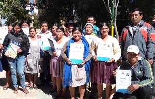 Líderes y lideresas de Anzaldo son acreditados como Facilitadores Comunitarios por el Ministerio de Educación