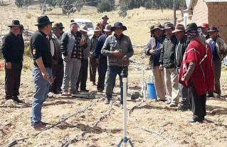 Productores de Taraco implementan sistemas de riego para enfrentar el cambio
