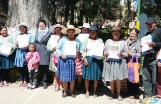 Líderes y dirigentes mujeres de Anzaldo fueron acreditadas como facilitadoras comunitarias por el Ministerio de Educación