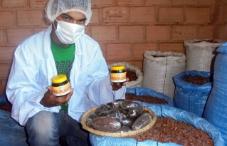 Jóvenes amazónicos promueven el consumo de miel de abeja a tiempo de conservar y mejorar su hábitat