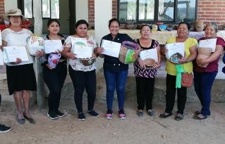 Mbaraviki Ñaeüpe: 11 mujeres de Yaraeta certifican su iniciativa productiva en alfarería