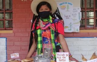 Alumnos y madres de familia promueven el consumo de alimentos saludables