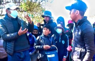 En el municipio de San Pedro de Totora los jóvenes impulsan campaña de forestación para proteger las fuentes de agua.