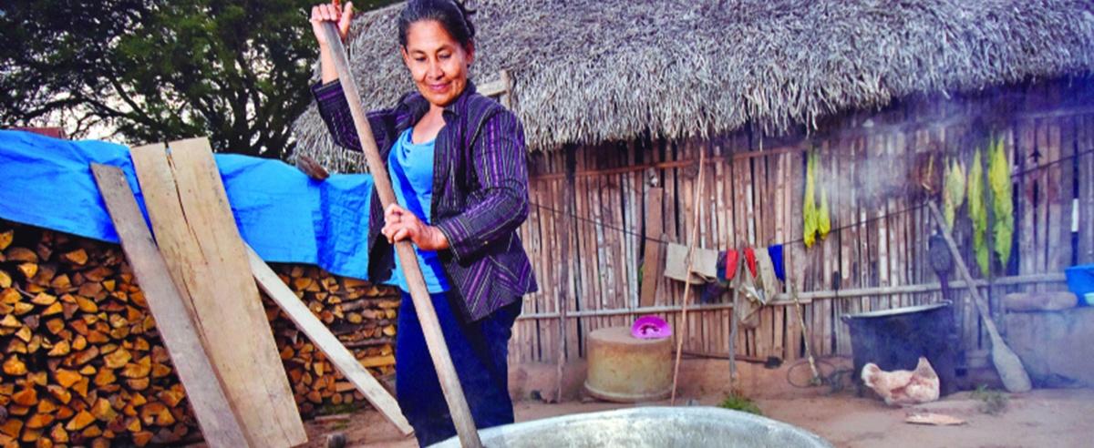 El chivé, un producto hecho con manos de mujeres de Beni